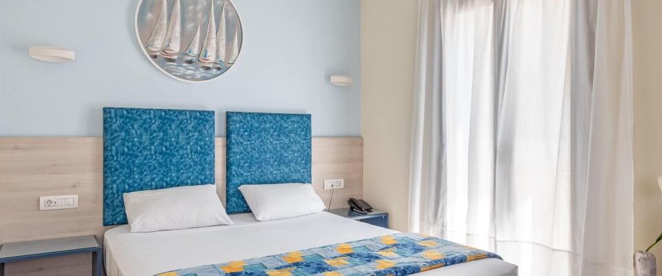 https://hotelbyron.gr/wp-content/themes/Hotel_Byron/timthumb.php?src=https://hotelbyron.gr/wp-content/uploads/2021/08/hotel_byron_kefalonia-20-960x400.jpg&w=80&h=50&zc=1